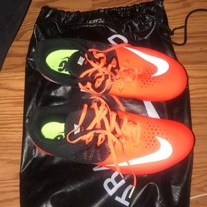 Sprinting cleats for track and field